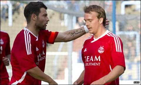 Foster congratulates Aberdeen scorer Darren Mackie