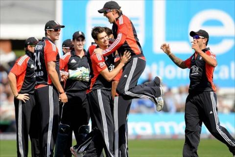 England celebrate taking the wicket of Mahela Jayawardene