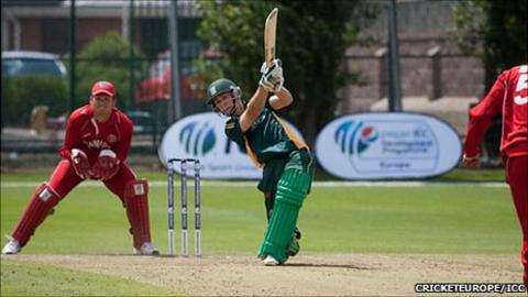 Guernsey cricketer Tim Ravenscroft batting