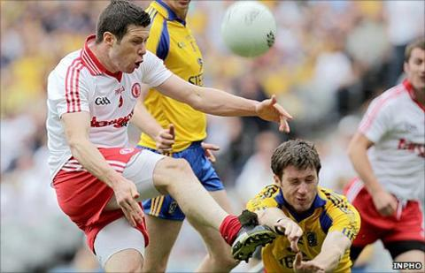 Tyrone's Sean Cavanagh goes on the attack as Cathal Cregg of Roscommon attempts to charge the ball down