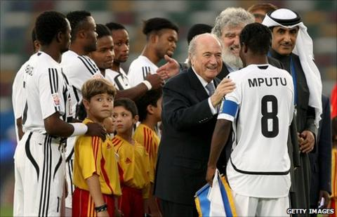 Tresor Mputu Mabi with Sepp Blatter of Fifa at the Club World Cup in Abu Dhabi in 2009