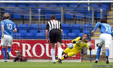 Paul Gallacher saves Liam Craig's penalty kick at McDiarmid Park