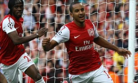 Gervinho (left) and Theo Walcott