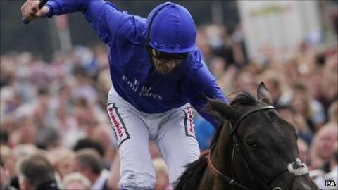 Frankie Dettori rode Blue Bunting to victory