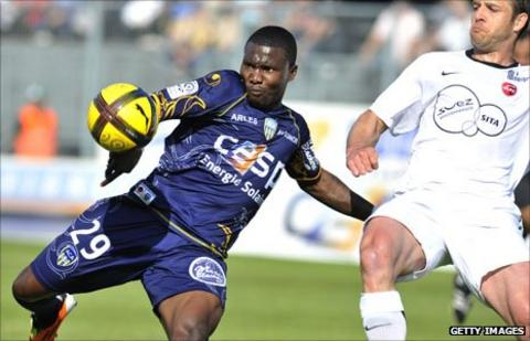 Ivorian striker Franck Dja Djedje (left)