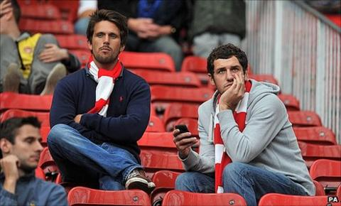 Disgruntled Arsenal fans at Old Trafford