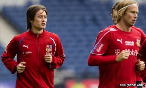 Czech Republic captain Tomas Rosicky training with his team-mates