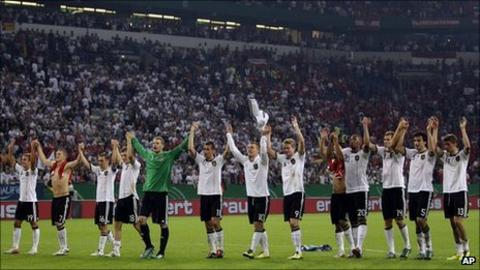 Germany celebrate after securing Euro 2012 qualification