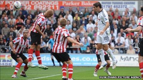 Danny Graham (right) sends a header wide against Sunderland