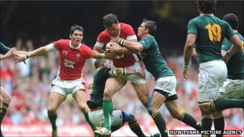 Wales centre Jamie Roberts tests the South Africa defence in Cardiff last year