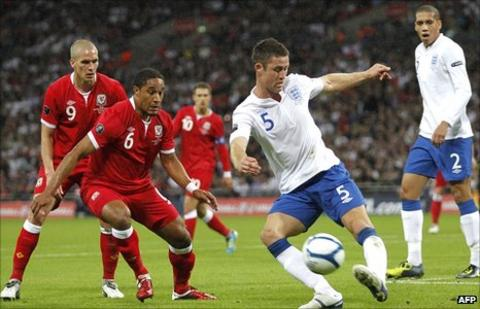 Gary Cahill (right)