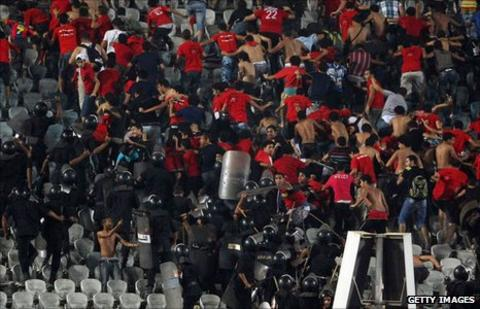 Violent clashes between Al Ahly fans and police