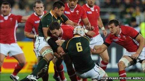 George North takes on the South Africa defence