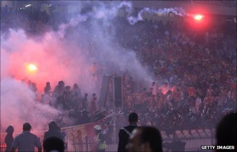 Fans of Tunisia's Esperance light flares
