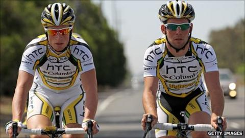 Mark Renshaw (left) and Mark Cavendish (right)