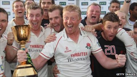 Lancashire captain Glen Chapple with the County Championship trophy