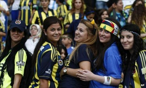 Female Fenerbahce fans