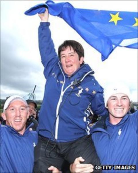 Alison Nicholas (centre) celebrates her team's 15-13 victory