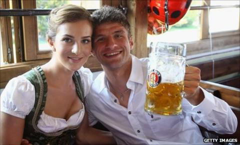 Thomas Mueller with wife Lisa Mueller