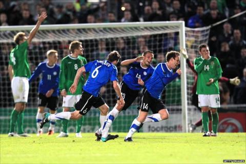 Estonia take the lead