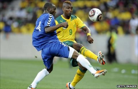 South Africa striker Katlego Mphela and Sierra Leone's Mohamed Kamara