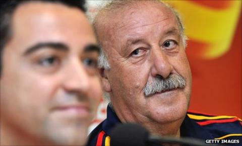 Spain coach Vicente del Bosque looks at playmaker Xavi