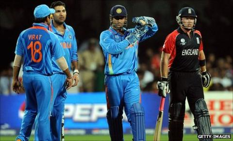 India captain Mahendra Dhoni (centre) calls for a review against England's Ian Bell (right) at the World Cup