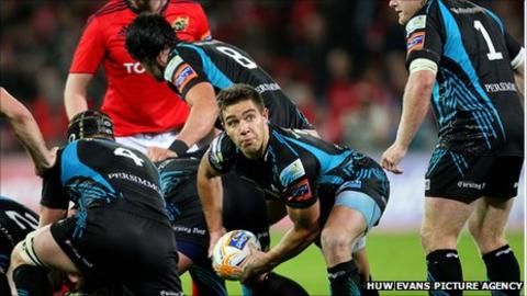 Rhys Webb against Munster
