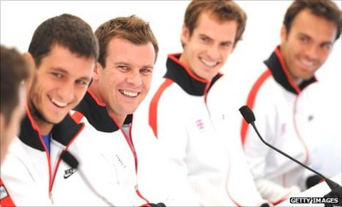 Leon Smith with members of Britain's Davis Cup team