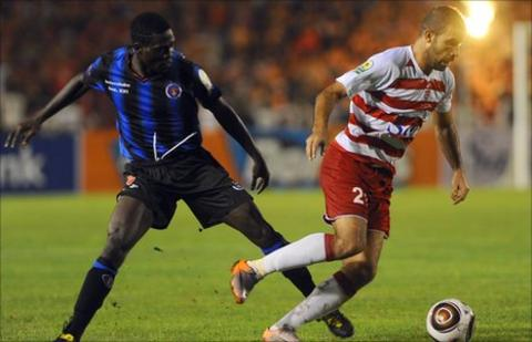 InterClube's Pedro Manuel tussles with Ayman Solteri of Club Africain