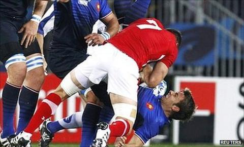 Sam Warburton tackles Vincent Clerc, an offence that earned the Wales captain a red card