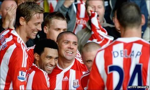 Stoke celebrate Jon Walters goal against Fulham