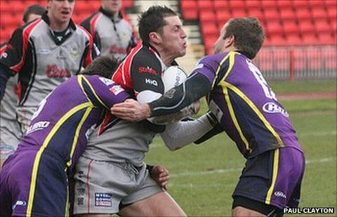 Martyn Wilson tackled by Gateshead Thunder players