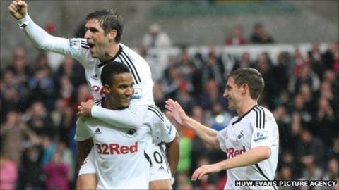 Danny Graham, Scott Sinclair and Joe Allen celebrate a Swansea goal