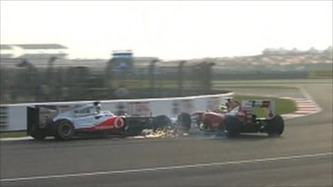 Hamilton collides with Massa