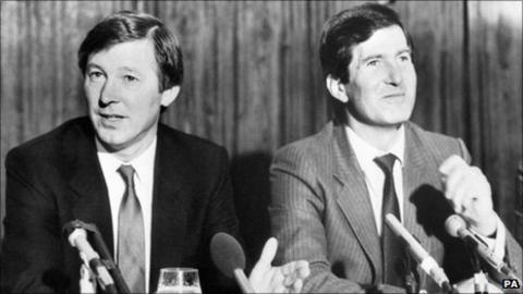 Alex Ferguson being unveiled as Manchester United manager by Martin Edwards in 1986