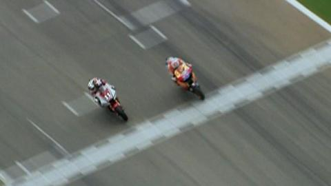 Casey Stoner pips Ben Spies on the line at the Valencia MotoGP