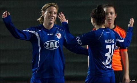 Stefanie Draws and Anja Mittag celebrate