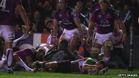Karl Dickson of Harlequins scores a try