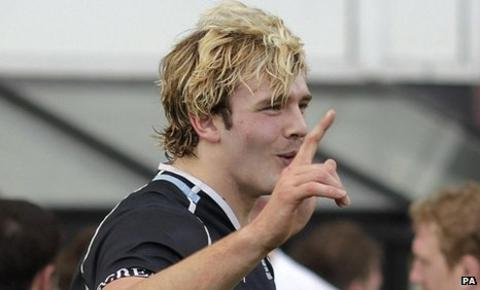 Richie Gray celebrates after scoring a try for Glasgow Warriors against Bath