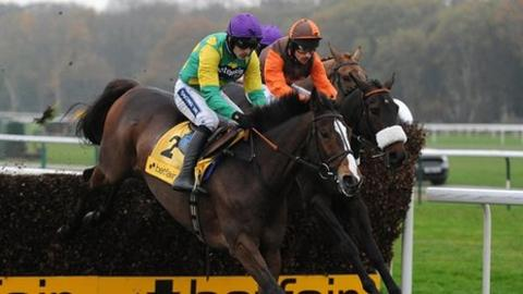 Kauto Star (left) beat Long Run (right) by eight lengths