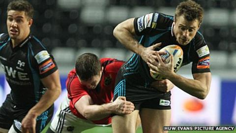 Tommy Bowe attempts to break away against Munster