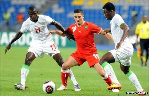 Senegalese duo Khassim Soumar and Younes Itri crowd out Lotfi Obilla of Morocco