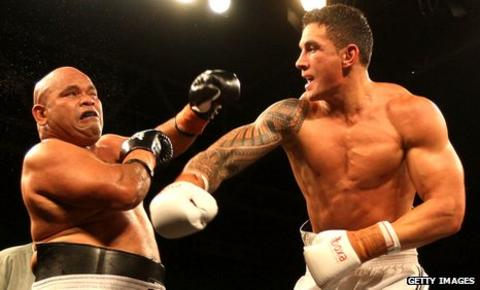 Sonny Bill Williams fights Alipate Liava'a