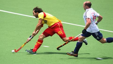 Eduard Tubau beats GB's Ben Hawes