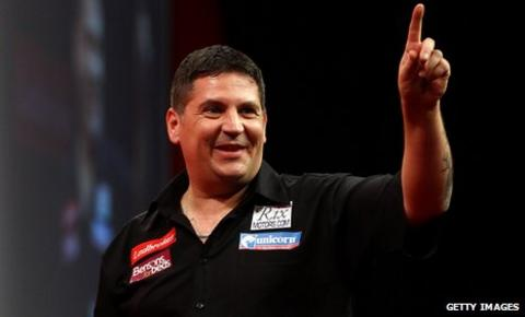 Gary Anderson salutes the crowd at Alexandra Palace