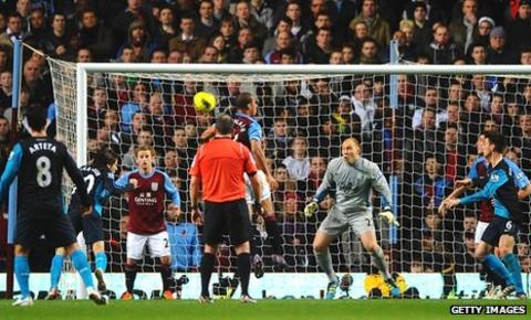 Yossi Benayoun heads the winner for Arsenal against Aston Villa