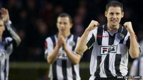 St Mirren's David Van Zanten celebrates the victory over Rangers