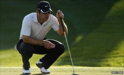 English golfer Paul Casey has dislocated his shoulder snowboarding in Colorado