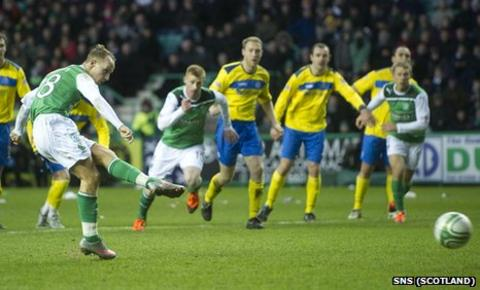 Leigh Griffiths converts a penalty against St Johnstone